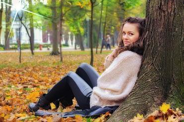 girl-lying-down-2042581_1280